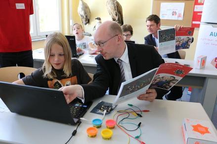 Minister Pegel in der Werner-von-Siemens-Schule, Foto: Henning Lipski
