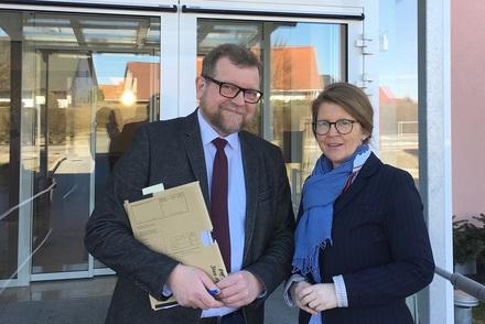 Justizministerin Hoffmeister und Richter am Amtsgericht Bischoff