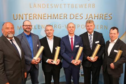 Unternehmer des Jahres geehrt: Wirtschaftsminister Harry Glawe mit den ausgezeichneten Unternehmern