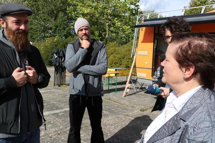 Dagmar Kaselitz bei ihrem Besuch des JIM-Teams im September 2017.