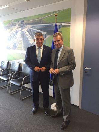 Europaminister Mecklenburg-Vorpommerns Lorenz Caffier mit EU-Kommissar Günther Oettinger (vlnr)