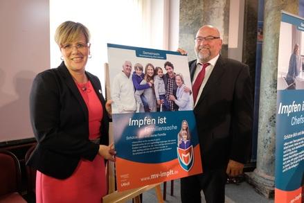 Mecklenburg-Vorpommerns Wirtschafts- und Gesundheitsminister Harry Glawe hat heute gemeinsam mit Dr. Martina Littmann vom Landesamt für Gesundheit und Soziales (LAGuS) eine neue Impfkampagne für Mecklenburg-Vorpommern vorgestellt.