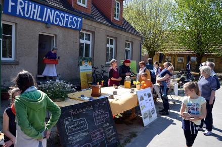 Foto: LebensGut Frankenthal e.V. Bereits zum siebten Mal fand in diesem Jahr das Frühlingsfest statt, bei dem sich regionale Anbieter aus den Regionen Rügen und Stralsund präsentieren.