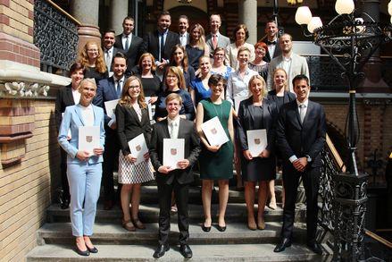 Absolventinnen und Absolventen des 2. juristischen Staatsexamens