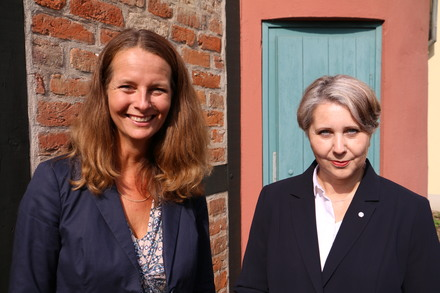 Kulturministerin Bettina Martin mit der neuen Landeskonservatorin Dr. Ramona Dornbusch