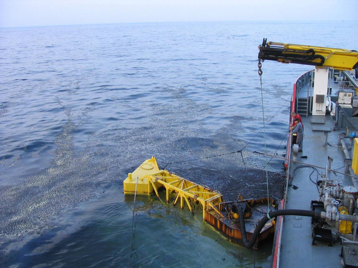 Ölbekämpfungsschiff