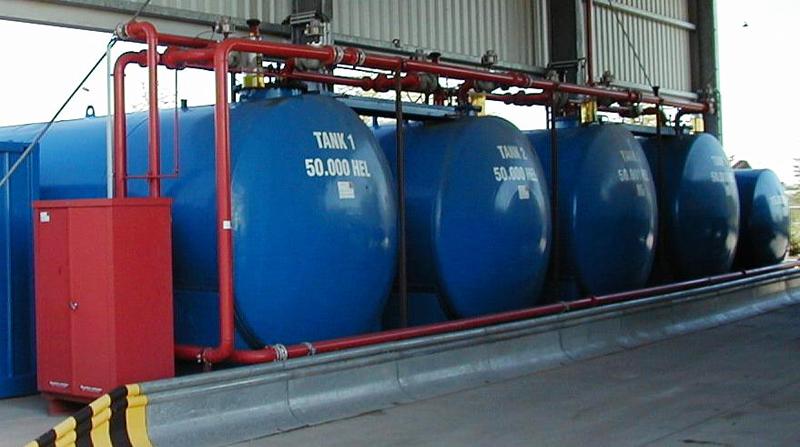 Tanklager mit blauen Tanks<p>Foto: Dombrowsky</p>